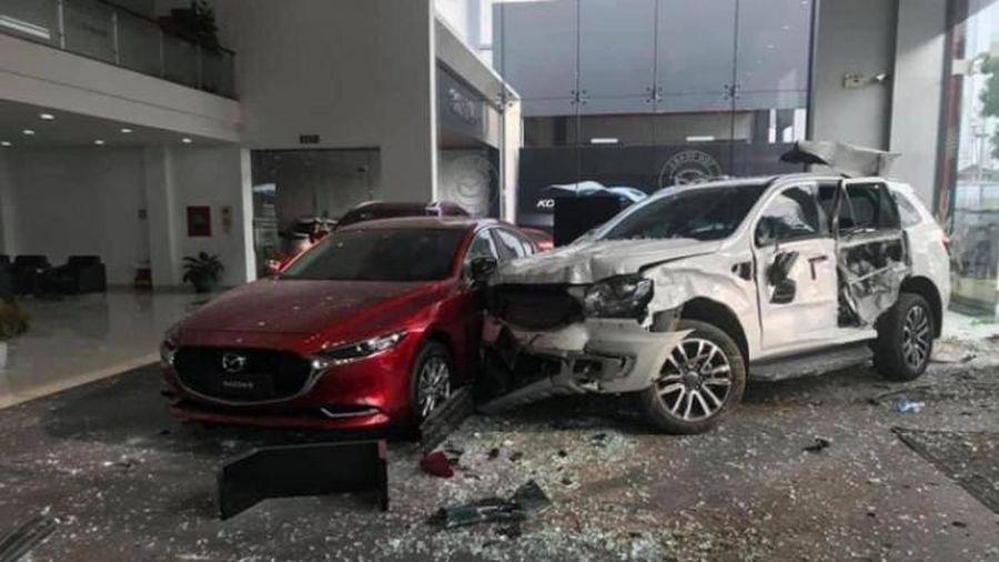 Khởi tố nữ tài xế lái ô tô lao vào showroom khiến một người chết ở Phú Thọ