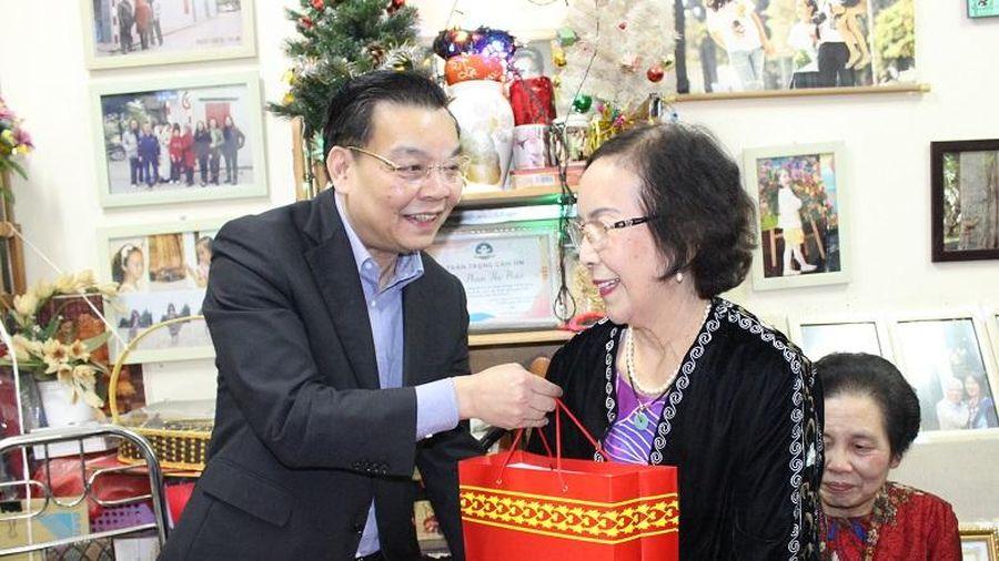 Chủ tịch UBND TP Hà Nội Chu Ngọc Anh thăm, tặng quà Tết gia đình chính sách quận Đống Đa
