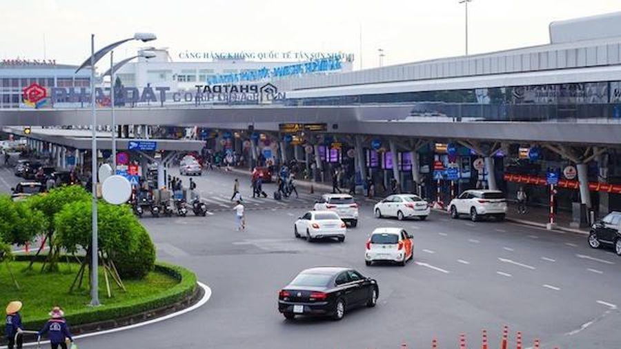 Grab đề xuất phân làn riêng có thu phí cho xe công nghệ vào sân bay Tân Sơn Nhất