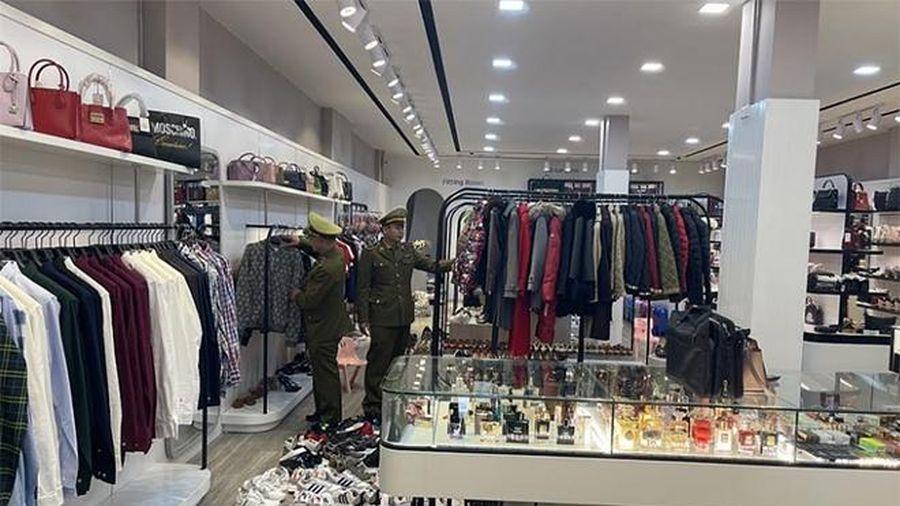 Quảng Ninh: Phát hiện cơ sở kinh doanh hàng hóa nghi nhập lậu trị giá trên 1,5 tỷ đồng