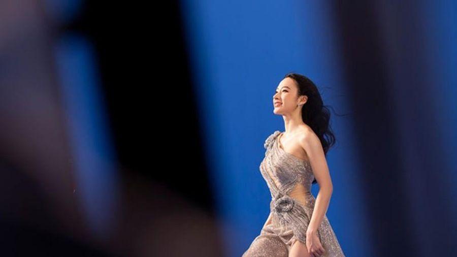 Liên tục ăn mặc sexy, Angela Phương Trinh 'lột xác' khác lạ (TS)