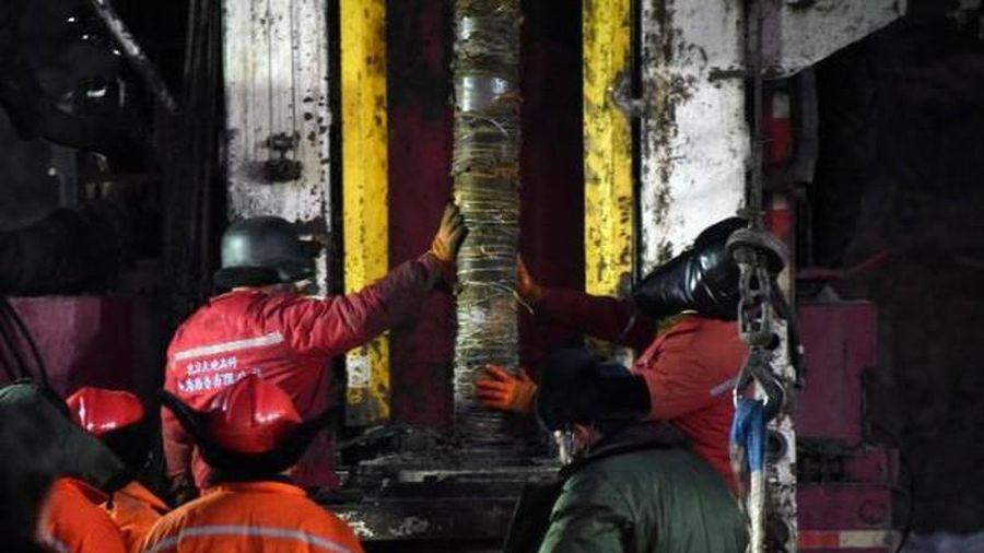 Nỗ lực giải cứu thợ đào vàng mắc kẹt sau sập hầm ở Trung Quốc