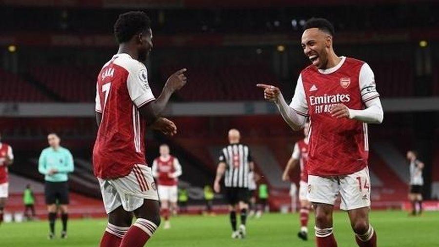 Aubameyang lập cú đúp, Arsenal thắng tưng bừng trước Newcastle