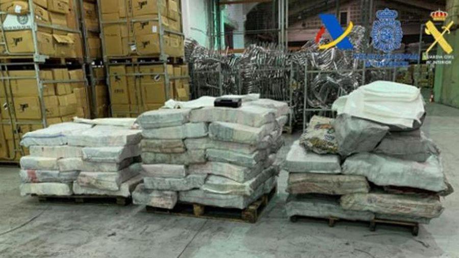 Tây Ban Nhà Tịch thu 2 tấn cocaine giấu trong than đá