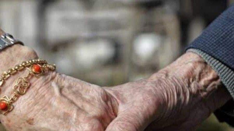 Chuyện tình sau 70 năm gặp lại của cụ ông, cụ bà gây 'bão' mạng