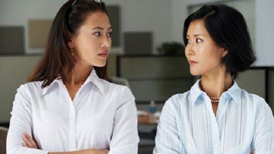 Vừa lên chức, nữ trưởng phòng bị đề nghị điều khó nghĩ