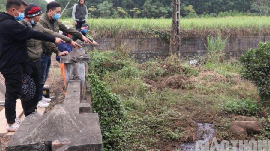 Vụ dân lập lán 'canh' xả thải ở Hòa Bình: Phạt nhà máy gỗ 200 triệu đồng