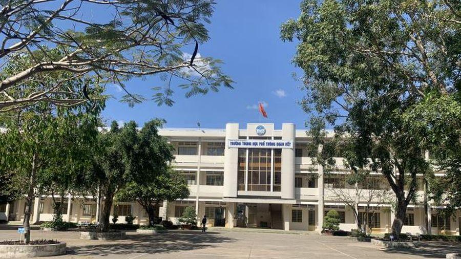 Hiệu trưởng trường PTTH Đoàn Kết: Công đoàn không được phép ký hợp đồng bán căn tin?