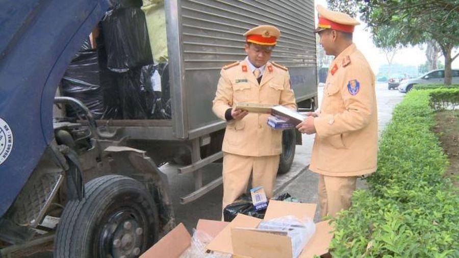 Thanh Hóa: Bắt giữ 1 xe tải chế thùng phụ chở 16 nghìn bao thuốc lá lậu