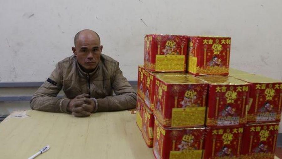 Lạng Sơn: 'Nguy trạng' pháo vào bao tải dứa, tháo biển số xe để vận chuyển pháo lậu