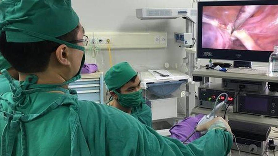 Người phụ nữ đau âm ỉ cả tuần, đi khám thì phát hiện ra dị vật trong ổ bụng