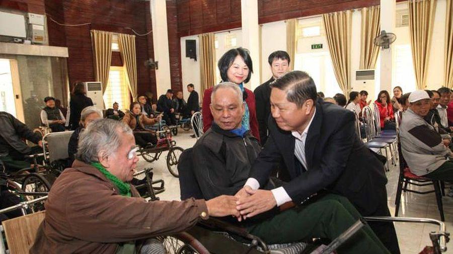Thứ trưởng Lê Tấn Dũng thăm, quà Tết Trung tâm Điều dưỡng thương binh Thuận Thành, Bắc Ninh