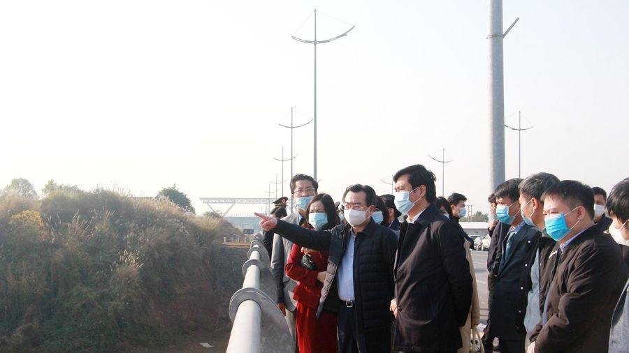 Thứ trưởng Bộ Xây dựng Nguyễn Thanh Nghị khảo sát công tác lập quy hoạch tại TP Móng Cái