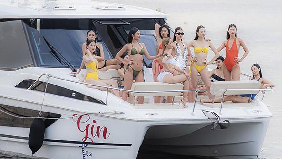Siêu mẫu Hà Anh mở màn show áo tắm trên du thuyền 13 tỷ đồng