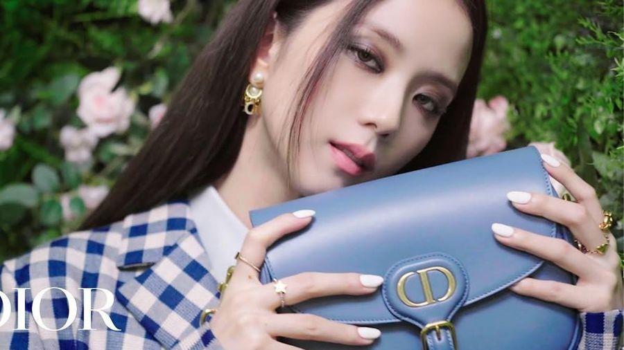 Không hổ danh 'idol xinh như Hoa hậu', Jisoo cứ trang điểm mắt khói lại đẹp hút hồn