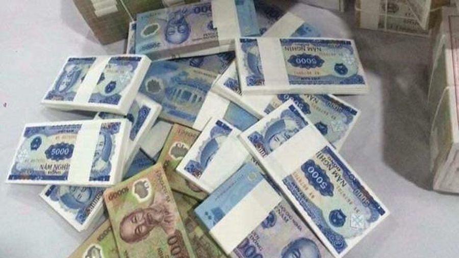 Đổi tiền lẻ, tiền mới dịp Tết: Thận trọng kẻo 'tiền mất, tật mang'