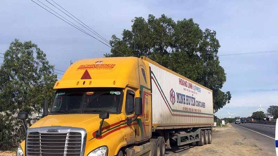 CSGT 2 tỉnh bắt xe đầu kéo sau hơn 40 km truy đuổi như phim