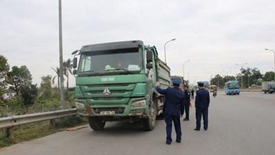 Xử lý nghiêm xe quá tải lưu thông trên cầu Thăng Long