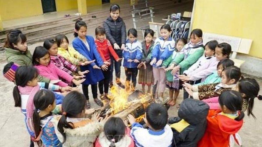 Các huyện biên giới ở Điện Biên chống rét cho học sinh