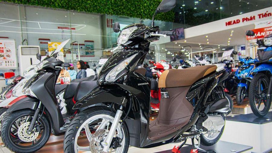 Người Việt tiếp tục giảm mua xe máy