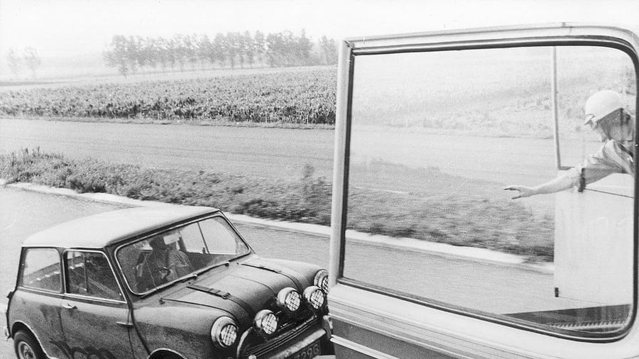 Sách ảnh về loạt siêu xe trong các bộ phim