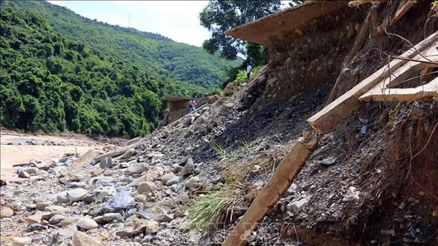 Nghệ An: Nhiều khu vực sạt lở, đe dọa sự an toàn của người dân