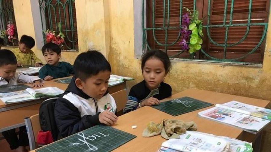 Thay SGK lớp 1: Nỗ lực đổi thay của trường học vùng cao