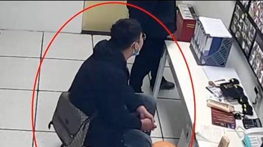 Thanh niên lái xe BMW vào siêu thị trộm đồ giấu vào túi Gucci khiến tất cả ngỡ ngàng