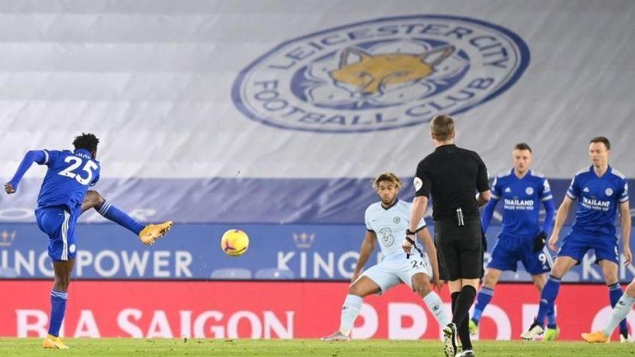 Thắng thuyết phục trước Chelsea, Leicester vượt qua M.U để lên ngôi đầu bảng xếp hạng
