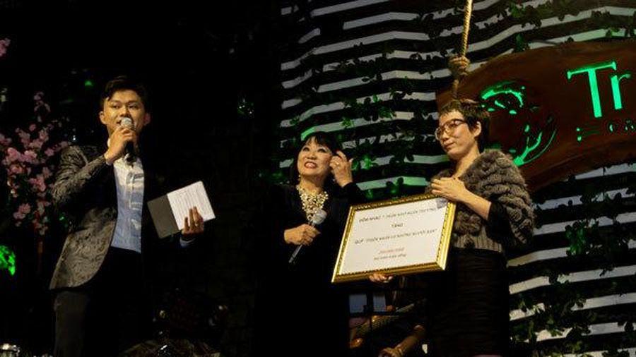 Chuỗi âm nhạc Lam Phương tặng quỹ Thiện Nhân 200 triệu đồng