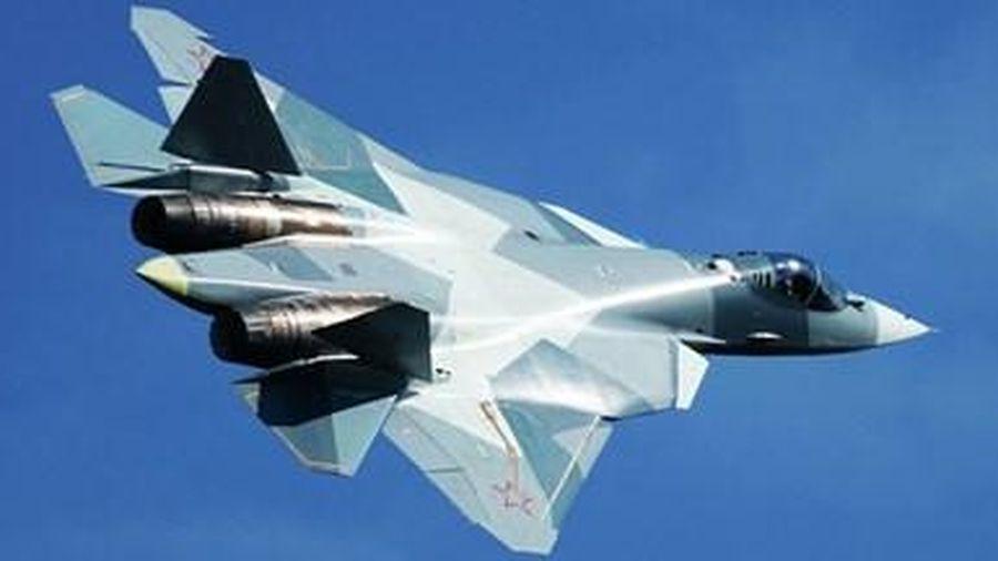 Chuyên gia quân sự Mỹ phát hãi khả năng mang vũ khí vô địch của Su-57 Nga