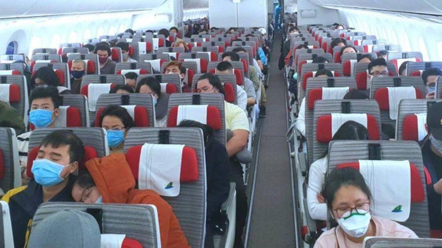 Những lao động nào sẽ được tặng vé máy bay về quê ăn Tết?