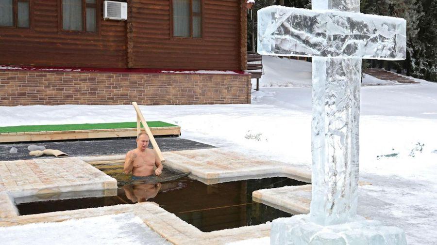 Tổng thống Nga ngâm mình trong nước lạnh