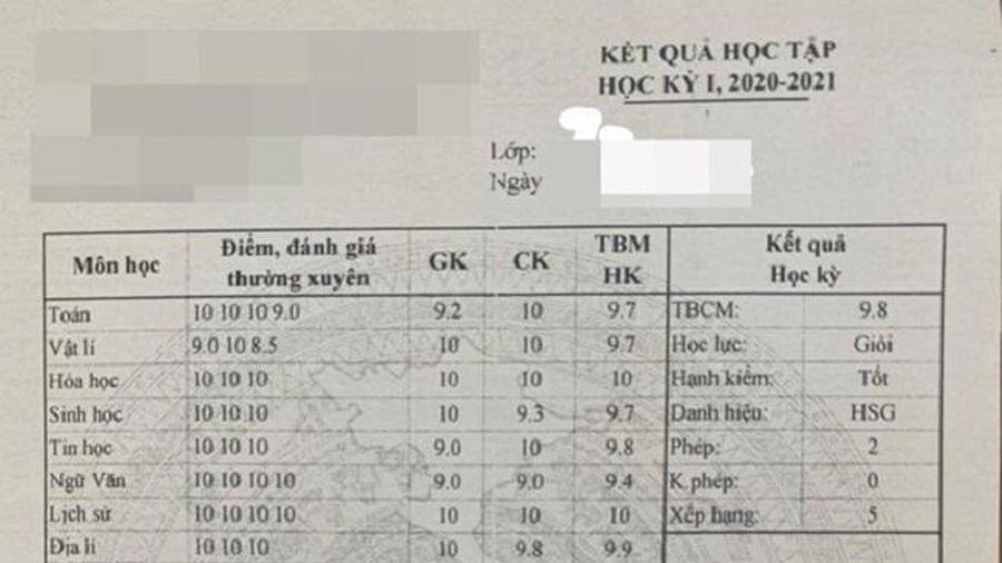 Bảng điểm toàn điểm 9 và 10 nhưng thứ hạng đứng trong lớp còn khiến nhiều người ngạc nhiên hơn