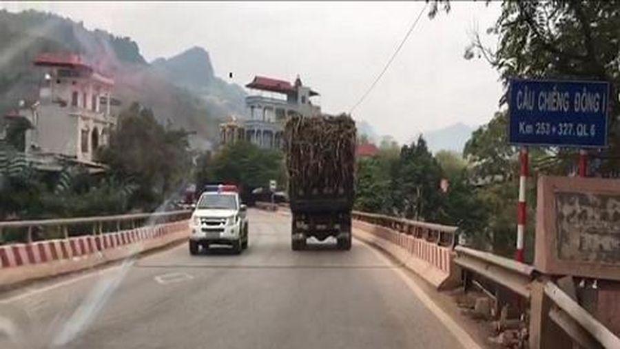 Sơn La: Hàng trăm xe quá tải vô tư 'diễu hành' trên Quốc lộ 6