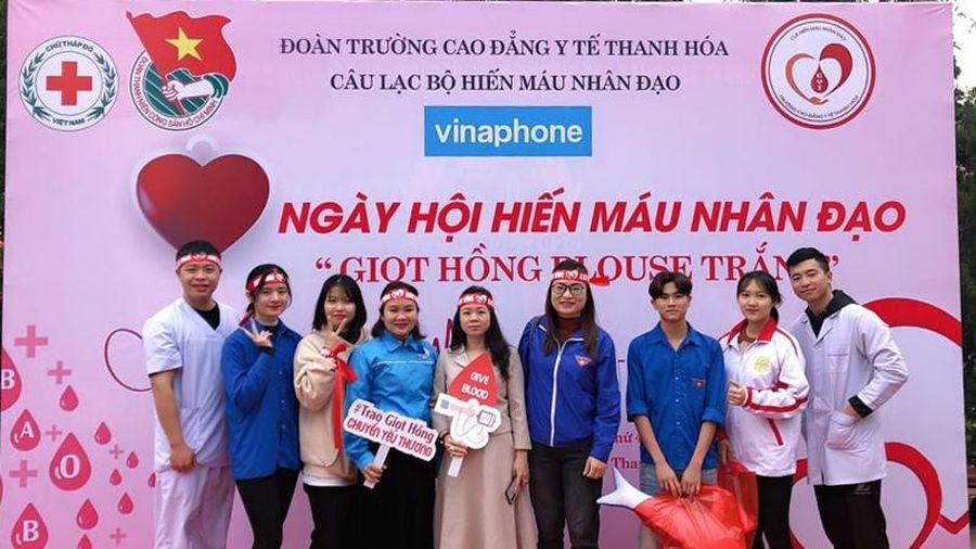 Ngày hội hiến máu nhân đạo 'Giọt hồng Blouse trắng'