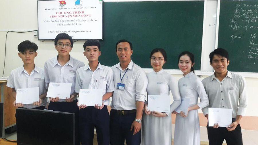Đồng hành cùng học sinh khó khăn