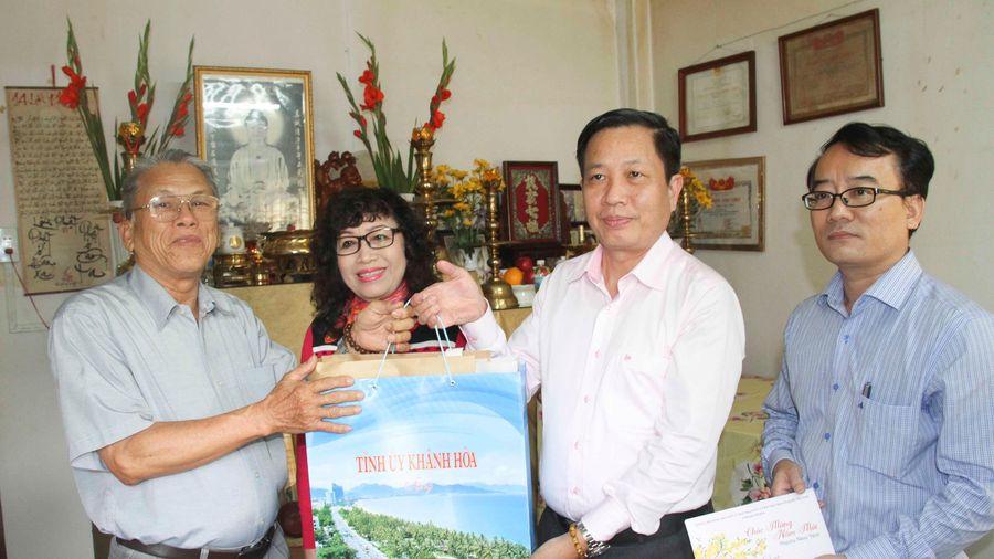 Phó Bí thư Tỉnh ủy Hà Quốc Trị thăm gia đình nguyên cán bộ chủ chốt của tỉnh đã từ trần
