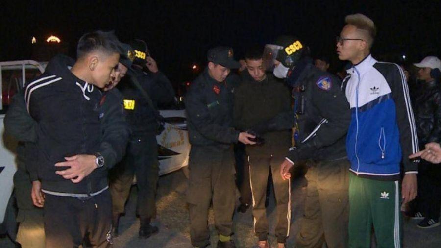 Bắt nhóm thanh niên đi xe lạng lách, ném gạch, đá vào Cảnh sát Cơ động