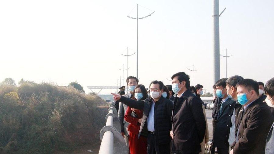 Thứ trưởng Bộ Xây dựng Nguyễn Thanh Nghị khảo sát quy hoạch thành phố Móng Cái
