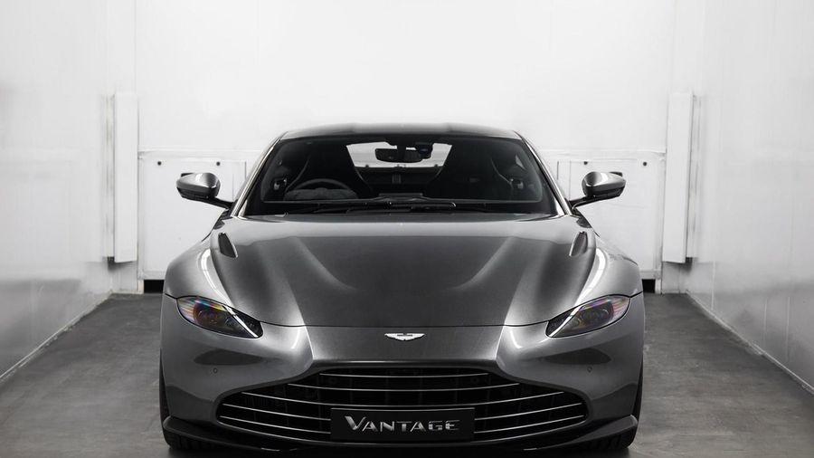 Mẫu lưới tản nhiệt mới của Aston Martin Vantage