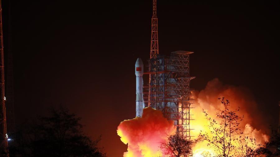 Trung Quốc phóng thành công vệ tinh đầu tiên trong năm 2021