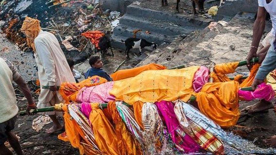 Ấn Độ: Người đàn ông bất ngờ sống dậy khi đang chuẩn bị hạ huyệt