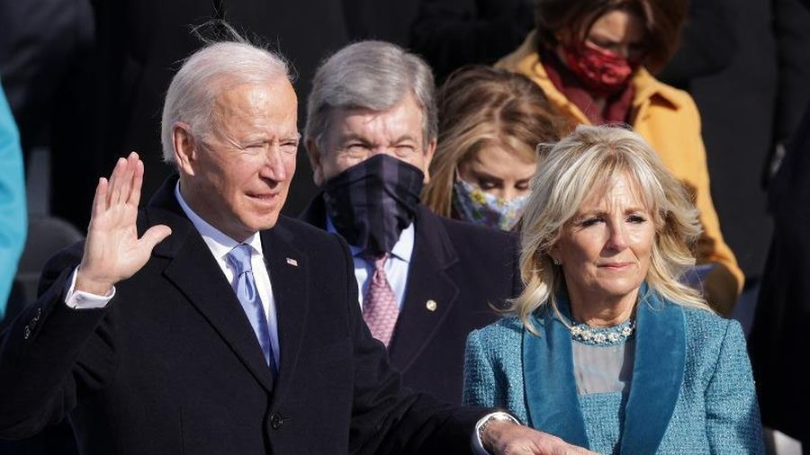 Ngày tổng thống đầu tiên của ông Joe Biden thế nào?