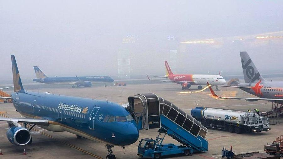 Hàng loạt chuyến bay đến Nội Bài phải chuyển hướng vì thời tiết xấu