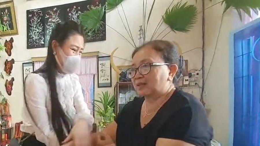Phản ứng bất ngờ của bố mẹ Vân Quang Long khi Linh Lan nghẹn ngào xin lỗi