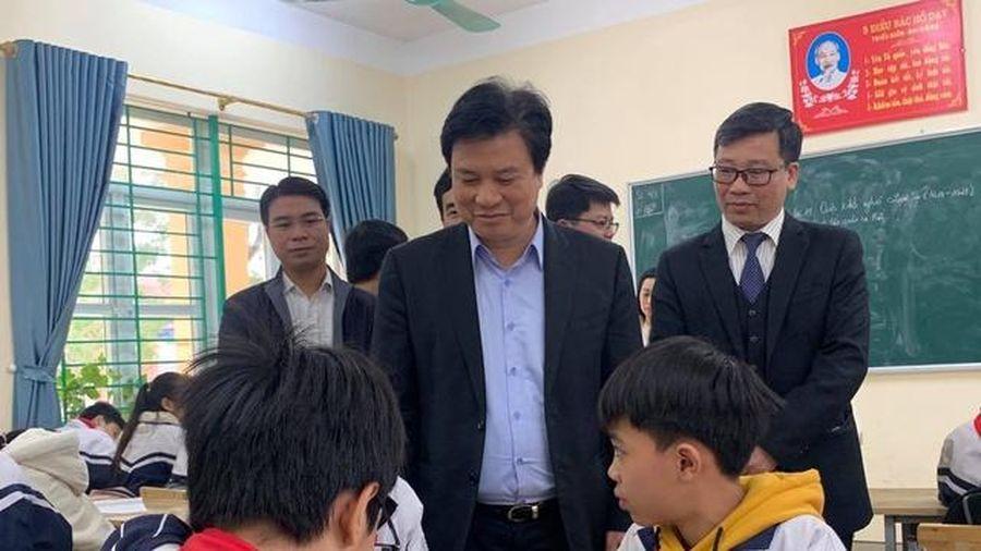 Thứ trưởng Nguyễn Hữu Độ kiểm tra triển khai nhiệm vụ GD phổ thông tại Hà Nam