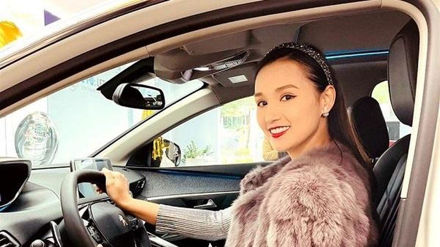 Lã Thanh Huyền tậu xế hộp sang chảnh đầu năm mới, không hổ danh 'vợ doanh nhân'