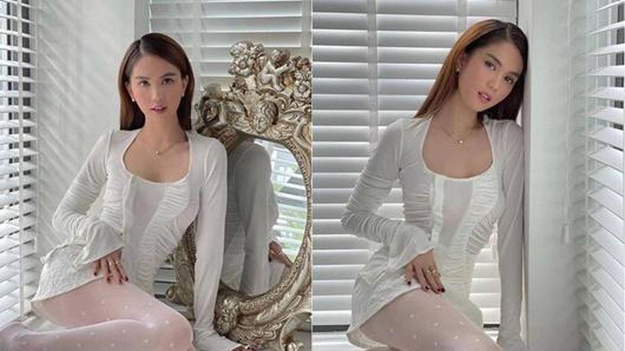 Ngọc Trinh diện váy trắng ngồi bên cửa sổ cũng đủ 'gây bão', nguyên nhân đến từ món đồ 'hot hit' này?