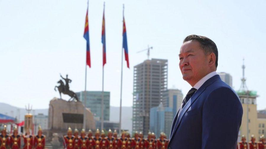 Chịu sức ép từ dư luận, chính phủ Mông Cổ đề xuất từ chức toàn bộ